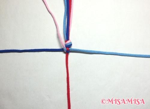 丸四つだたみミサンガの編み方手順7