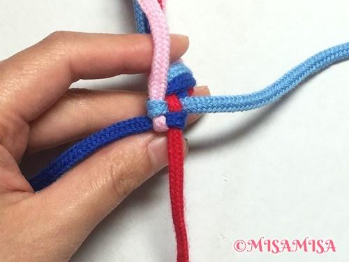 丸四つだたみミサンガの編み方手順8