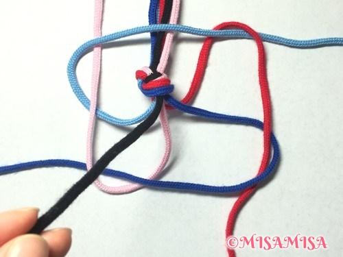 丸四つだたみミサンガの編み方手順2(芯あり)