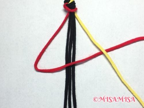 ねじり結び(ねじり編み)ミサンガの作り方手順3