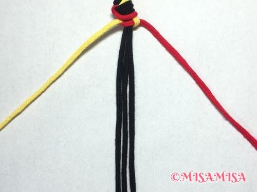 ねじり結び(ねじり編み)ミサンガの作り方手順5