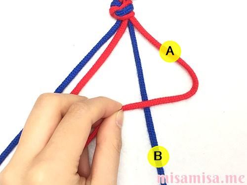 2色4本の斜め模様ミサンガの作り方手順4