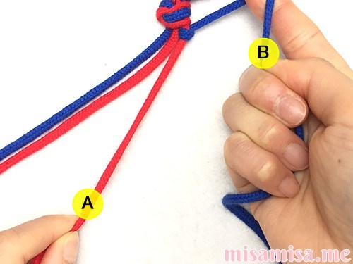 片方輪っかの2色2本の斜め模様ミサンガの作り方手順9