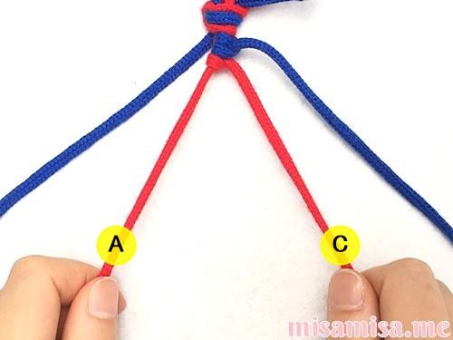 片方輪っかの2色2本の斜め模様ミサンガの作り方手順17
