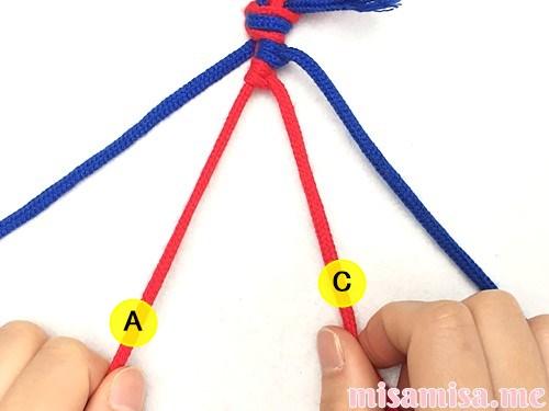 片方輪っかの2色2本の斜め模様ミサンガの作り方手順19