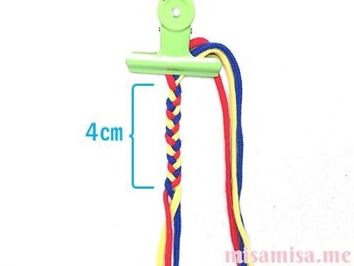 片方輪っかの3色3本の斜め模様ミサンガの作り方手順2