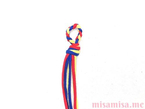 片方輪っかの3色3本の斜め模様ミサンガの作り方手順3