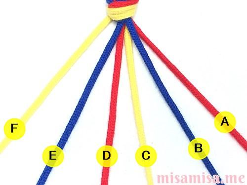 3色6本の斜め模様ミサンガの作り方手順2