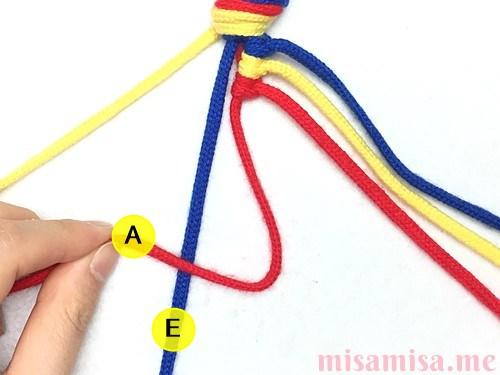 3色6本の斜め模様ミサンガの作り方手順25