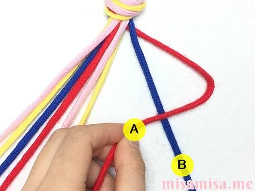 片方輪っかの4色4本の斜め模様ミサンガの作り方手順6