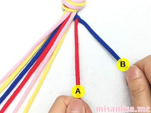 片方輪っかの4色4本の斜め模様ミサンガの作り方手順10