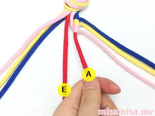 片方輪っかの4色4本の斜め模様ミサンガの作り方手順26