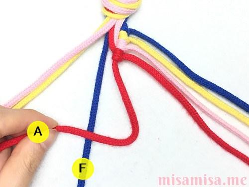 片方輪っかの4色4本の斜め模様ミサンガの作り方手順33