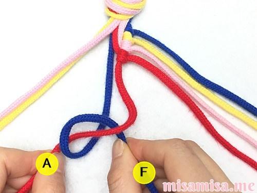 4色8本の斜め模様ミサンガの作り方手順32