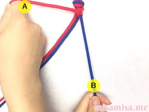 片方輪っかの2色2本のV字模様ミサンガの作り方手順12