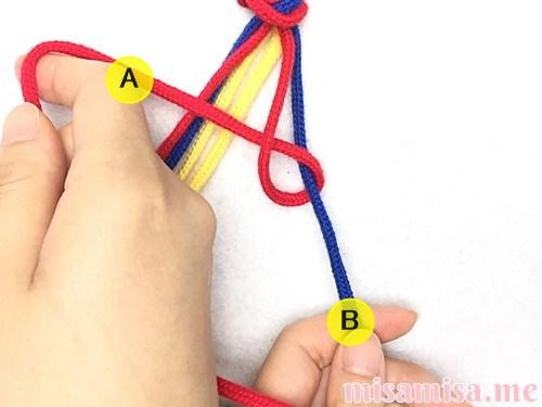 片方輪っかの3色3本のV字模様ミサンガの作り方手順8
