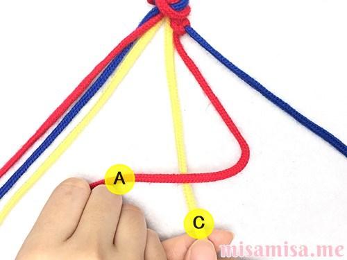 3色6本のV字模様ミサンガの作り方手順14