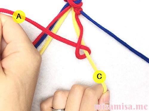 3色6本のV字模様ミサンガの作り方手順16