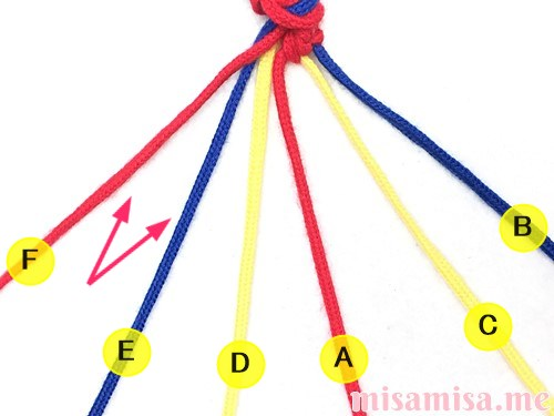 3色6本のV字模様ミサンガの作り方手順23