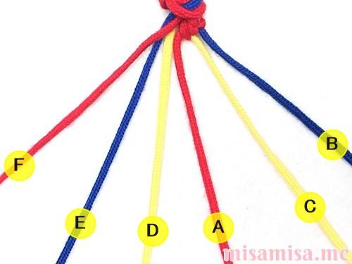 3色6本のV字模様ミサンガの作り方手順22