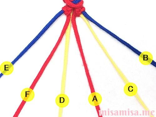 3色6本のV字模様ミサンガの作り方手順32