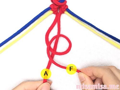 片方輪っかの3色3本のV字模様ミサンガの作り方手順47