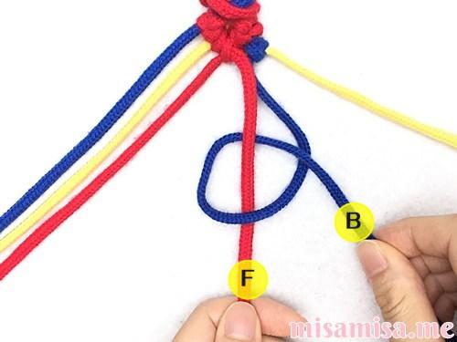 片方輪っかの3色3本のV字模様ミサンガの作り方手順64