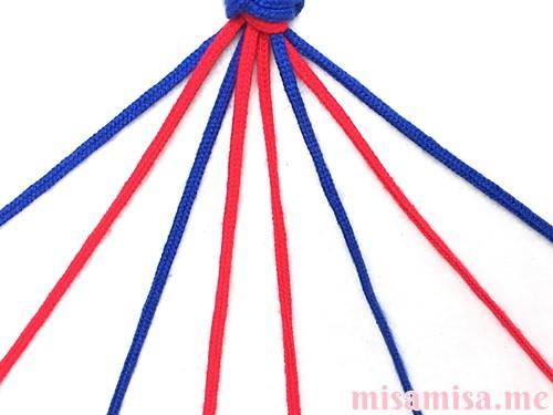 片方が輪っかになったハート模様ミサンガの作り方手順4