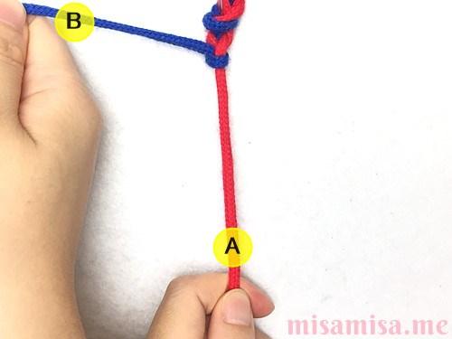 2色2本の左右結びミサンガの作り方手順12