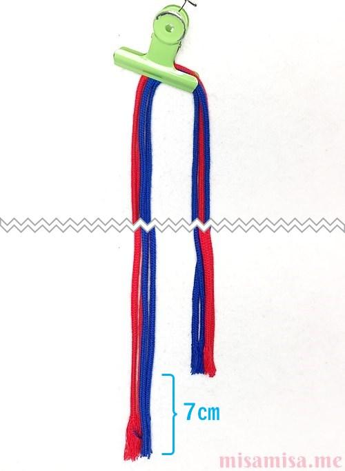 片方が輪っかになったハート模様ミサンガの作り方手順1