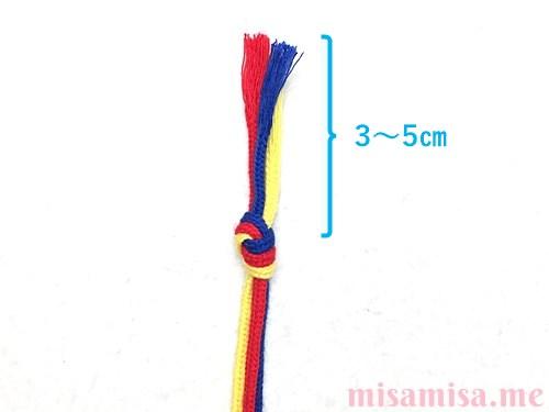 三つ編みミサンガの作り方手順1