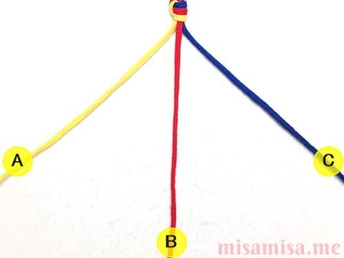 三つ編みミサンガの作り方手順2