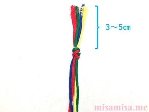 丸四つ編み(四つ組み)ミサンガの作り方手順1