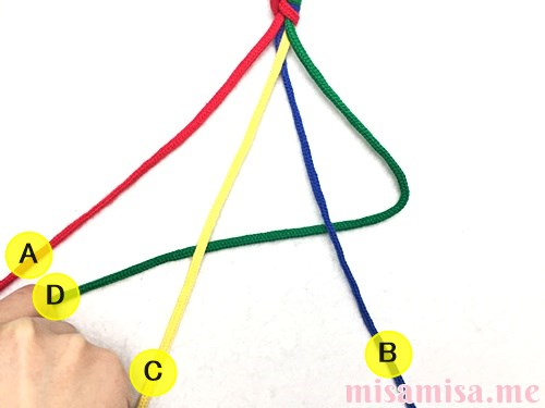 丸四つ編み(四つ組み)ミサンガの作り方手順5