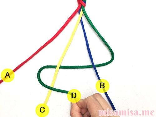 丸四つ編み(四つ組み)ミサンガの作り方手順6