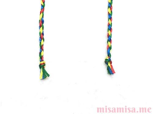 丸四つ編み(四つ組み)ミサンガの作り方手順17