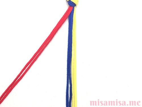 輪結びミサンガの作り方手順2