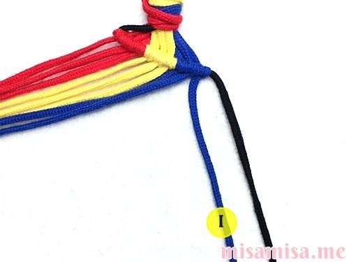縦ストライプ模様ミサンガの作り方手順24