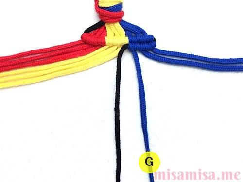 縦ストライプ模様ミサンガの作り方手順38