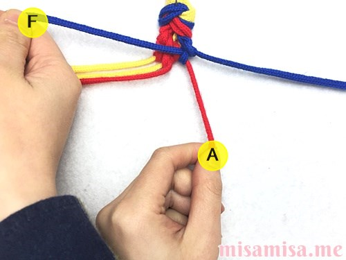 3色6本のモザイク模様ミサンガの作り方手順48