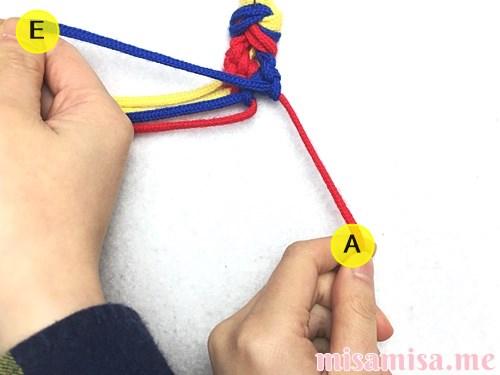 3色6本のモザイク模様ミサンガの作り方手順62