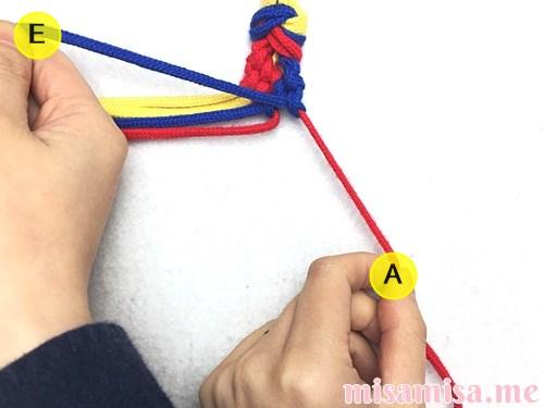 3色6本のモザイク模様ミサンガの作り方手順64