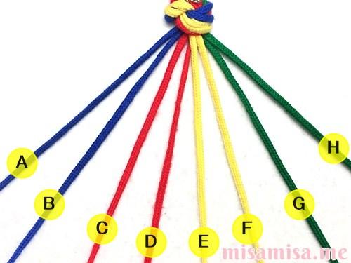 4色8本のモザイク模様ミサンガの作り方手順2