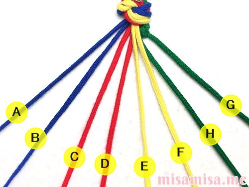 4色8本のモザイク模様ミサンガの作り方手順9