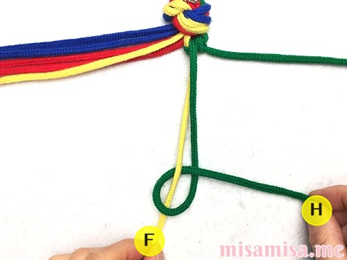4色8本のモザイク模様ミサンガの作り方手順14
