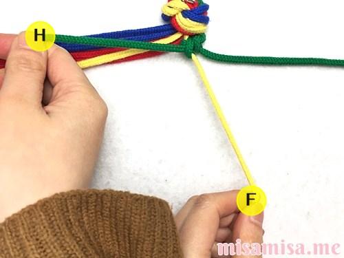 4色8本のモザイク模様ミサンガの作り方手順15
