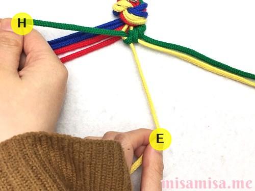 4色8本のモザイク模様ミサンガの作り方手順20