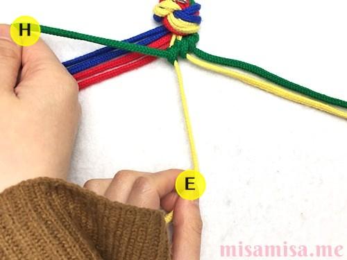 4色8本のモザイク模様ミサンガの作り方手順22