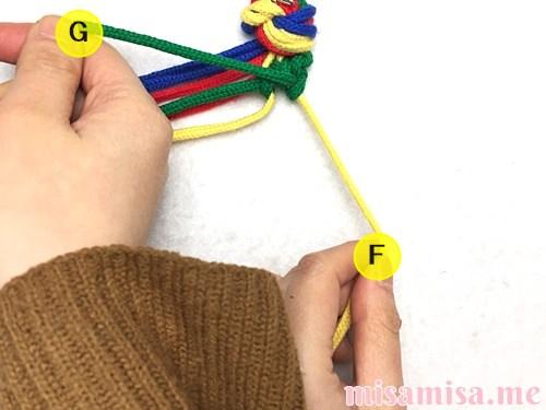4色8本のモザイク模様ミサンガの作り方手順27