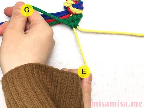 4色8本のモザイク模様ミサンガの作り方手順36